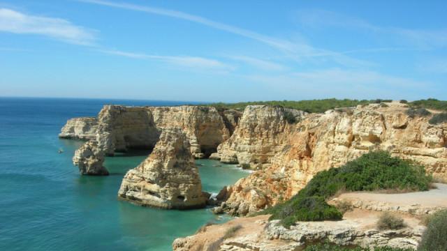 Vue sur les falaises de l'Algarve.